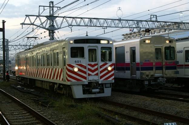 デワ600形とクヤ911(DAX)の並び。