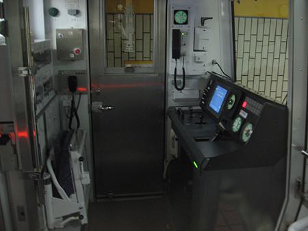 N1000形運転室