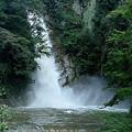 街に近い滝