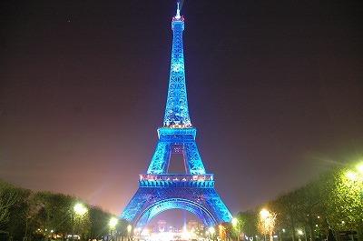 エッフェル塔のライトアップ画像