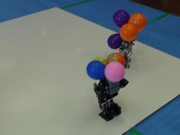 風船割りゲームで風船だらけになったBIOLOID GP