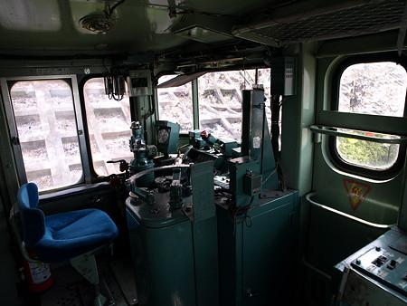 EF64-18車内(勝沼ぶどう郷駅前甚六公園)