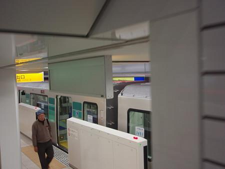 日吉駅ホームドア2