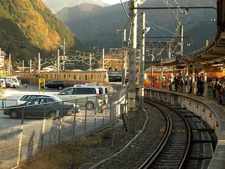 E233系中央線(奥多摩駅)