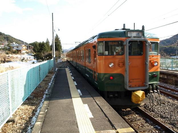 写真: 115系吾妻線(岩島駅)