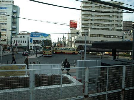 E231系グリーン車からの車窓(茅ヶ崎駅)