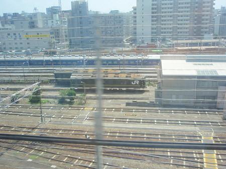 新幹線の車窓(新大阪)