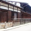 写真: 厳島神社近くの古民家