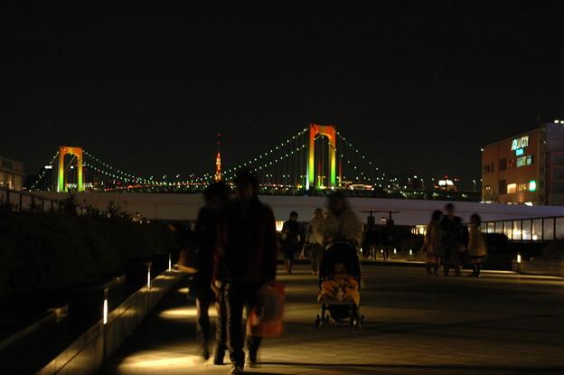 レインボーブリッジに寄り添う東京タワー