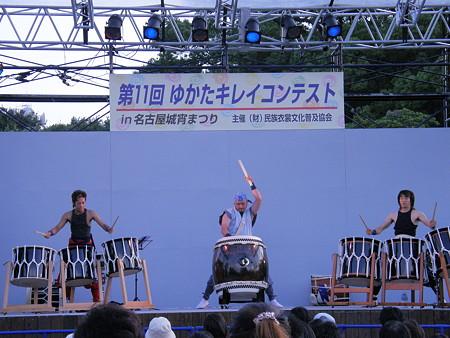02 そこでは和太鼓の演奏があったり