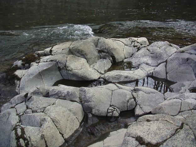 川で浸食された柱状摂理DSC06053