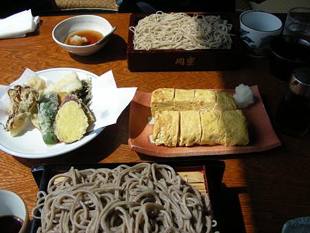 天ぷらや玉子焼きと一緒に
