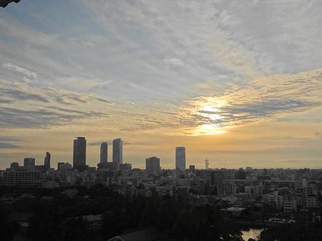 夕暮れの名古屋高層ビル群