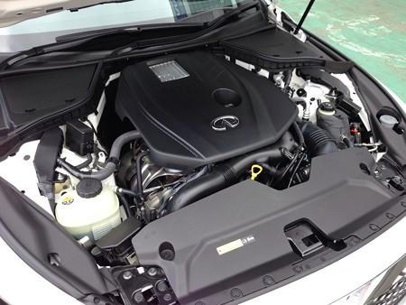 日産V37スカイライン ダイムラー製2.0Lターボエンジン