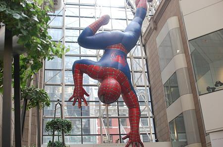 ソニープラザの巨大スパイダーマン