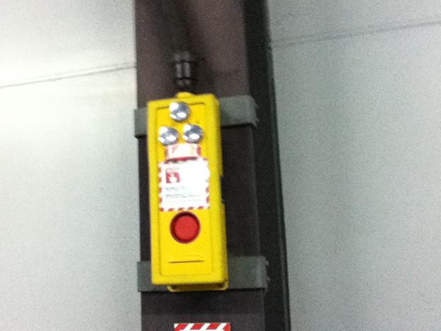 緊急停止ボタン