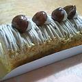 写真: モンブランのロールケーキ