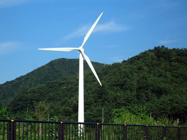 風力発電機のある道2