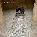 Photos: 床のモザイクは大きい
