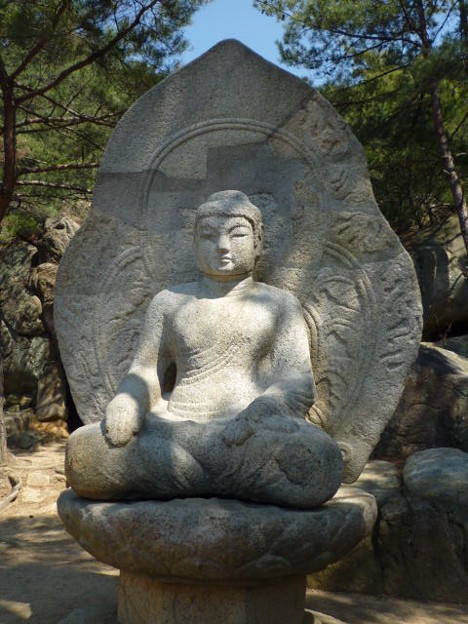 如来坐像~韓国慶州  Seated Buddha on the mountainside
