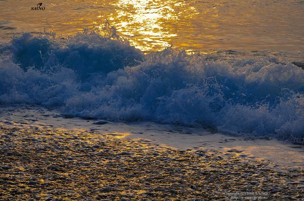 くだける波