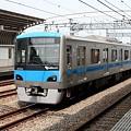 写真: 喜多見駅を通過する小田急4000形