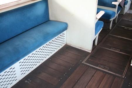 ひたちなか海浜鉄道・キハ22形の床付近
