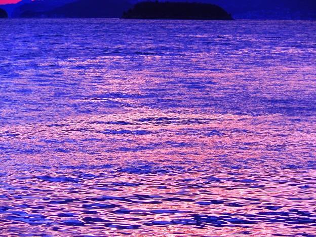 若干荒れた海の夕暮れ