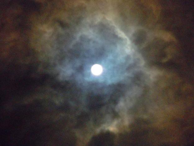 大寒20日の満月は叢雲の中