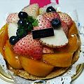 写真: フルーツなかむら~白イチゴ使用のフルーツタルト