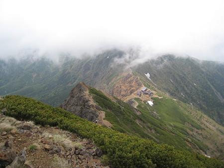赤岳山頂から望む展望荘